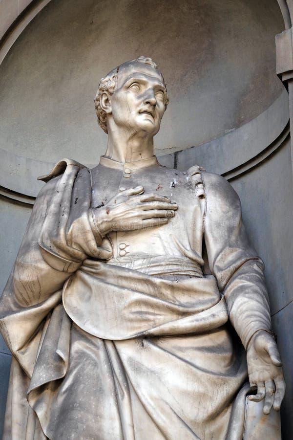 Amerigo Vespucci in den Nischen der Uffizi-Kolonnade in Florenz stockfotos