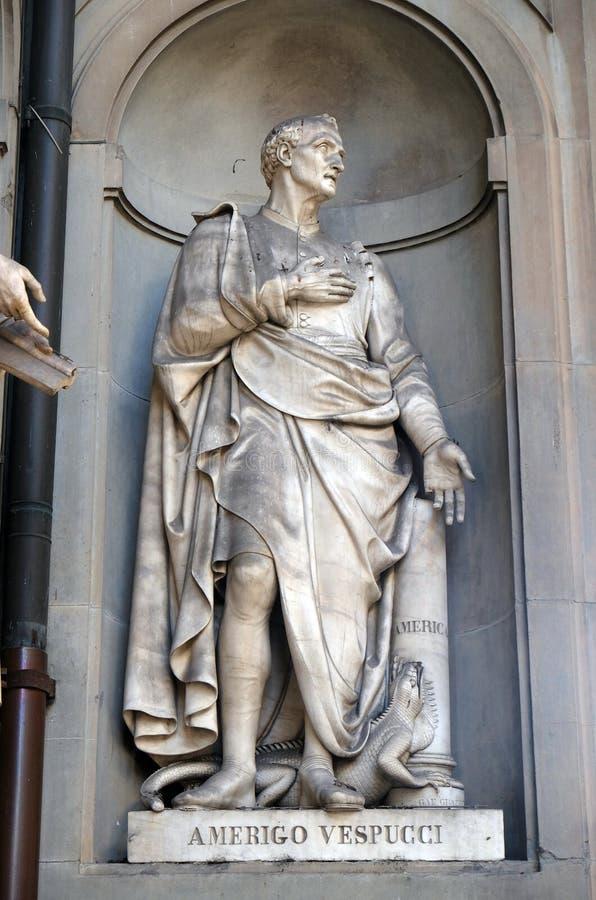 Amerigo Vespucci in den Nischen der Uffizi-Kolonnade I Florenz stockfoto