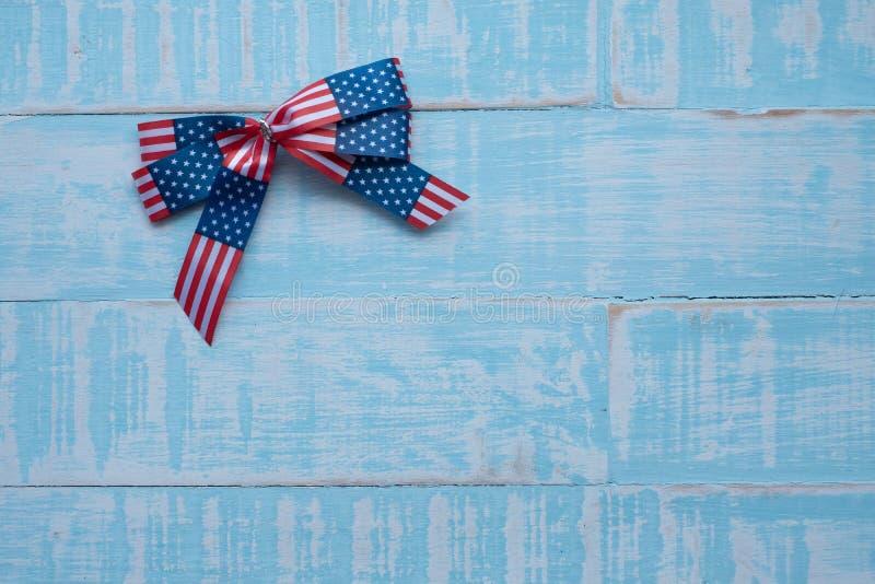 Amerika band på blå träbakgrund royaltyfria foton