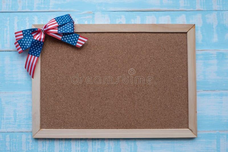 Amerika band på blå träbakgrund Träram för textförlaga fotografering för bildbyråer