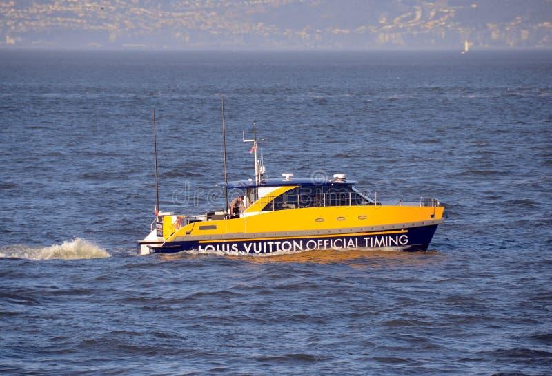 Amerika-Cupgeleitschutzboot lizenzfreies stockfoto