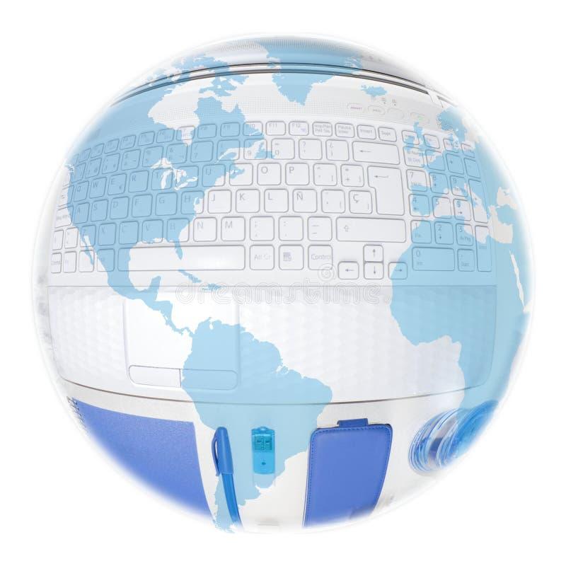 Amerika-Kugel über einem Laptop und blauen Sachen lizenzfreie stockfotos
