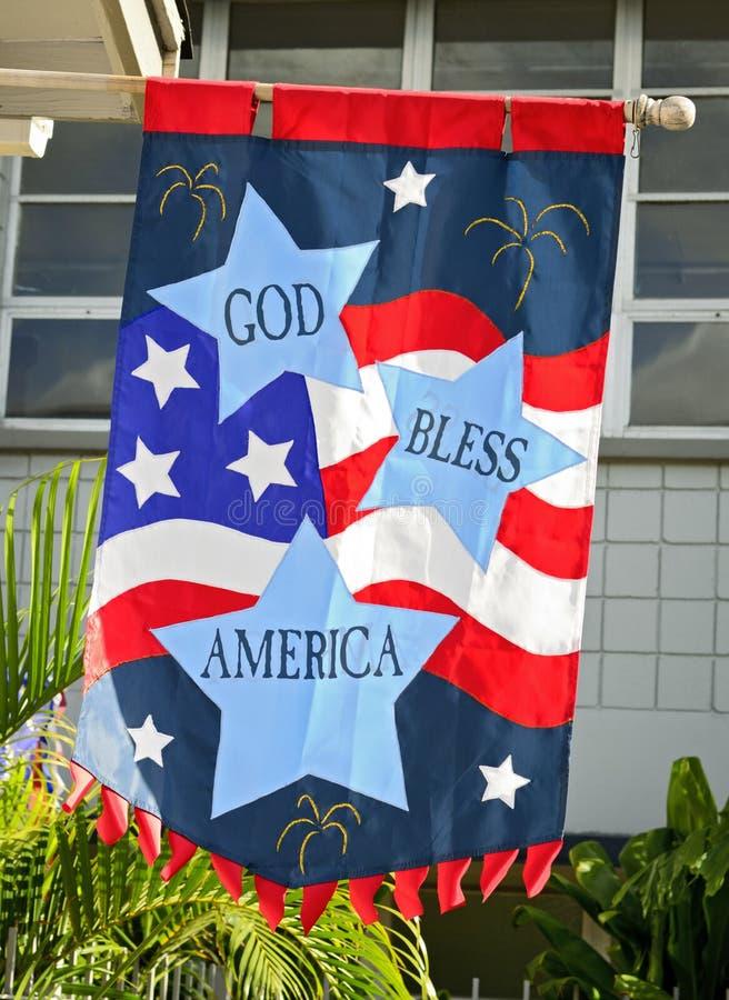 Amerika välsignar flaggaguden royaltyfri fotografi