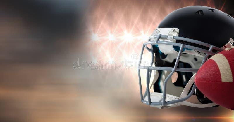 Amerikaans voetbalhelm en baltoestel met de overgang van stadionlichten royalty-vrije stock afbeelding