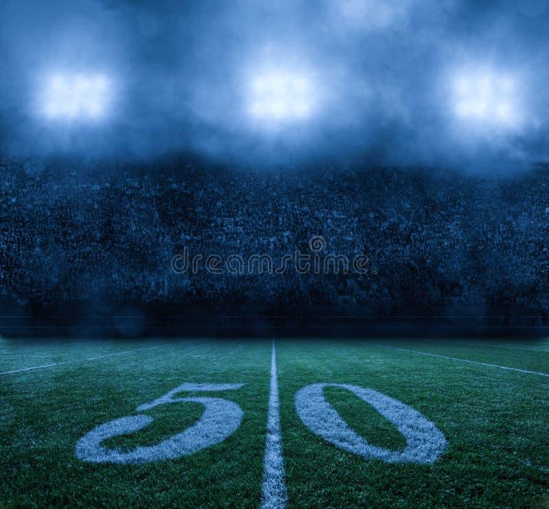 Amerikaans Voetbalstadion bij nacht 50 yard lijn stock fotografie