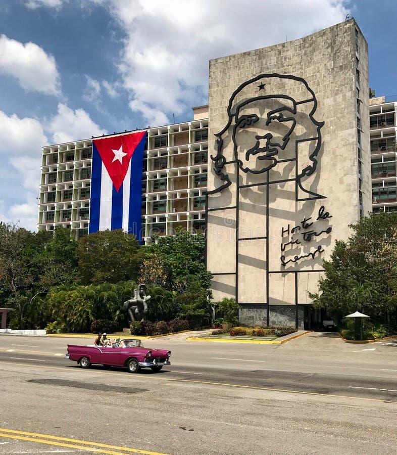Amerikaanse convertibele auto in Cuba stock foto's