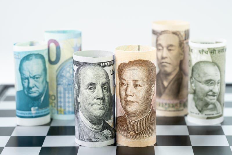 Amerikaanse dollar en de bankbroodje van China bij voorsurrund met wereldmajoor stock afbeelding