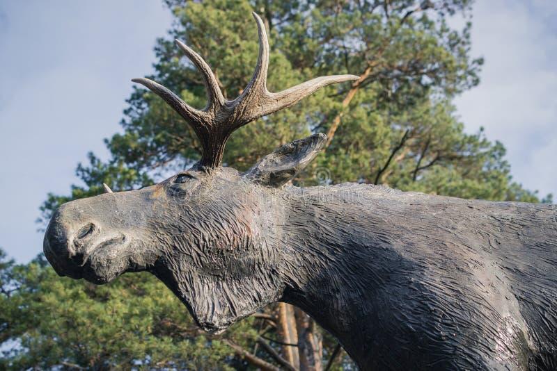 Amerikaanse elanden dierlijk beeldhouwwerk stock fotografie