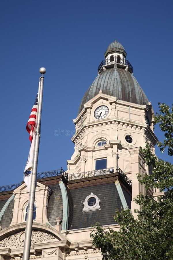 Amerikaanse Gerechtsgebouw en Vlag royalty-vrije stock foto's