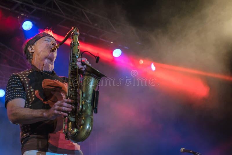 Amerikaanse jazzsaxofonist Bill Evans levend in Nisville Jazz Festival, 13 Augustus 2016 stock foto