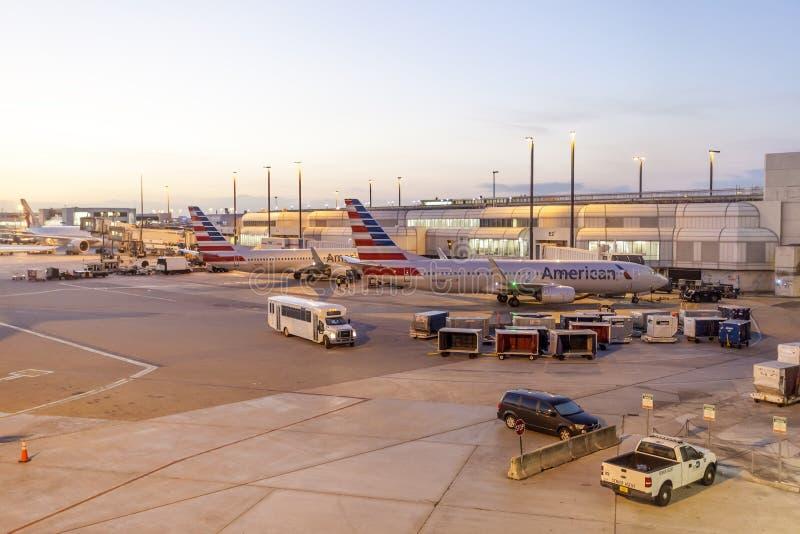 Amerikaanse luchtvaartlijnvliegtuigen bij de poort royalty-vrije stock foto