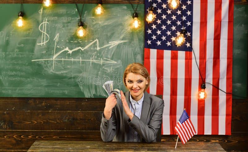 Amerikaanse onderwijshervorming op school in 4 juli Onafhankelijkheidsdag van de V.S. Inkomen planning van het beleid van de begr royalty-vrije stock foto