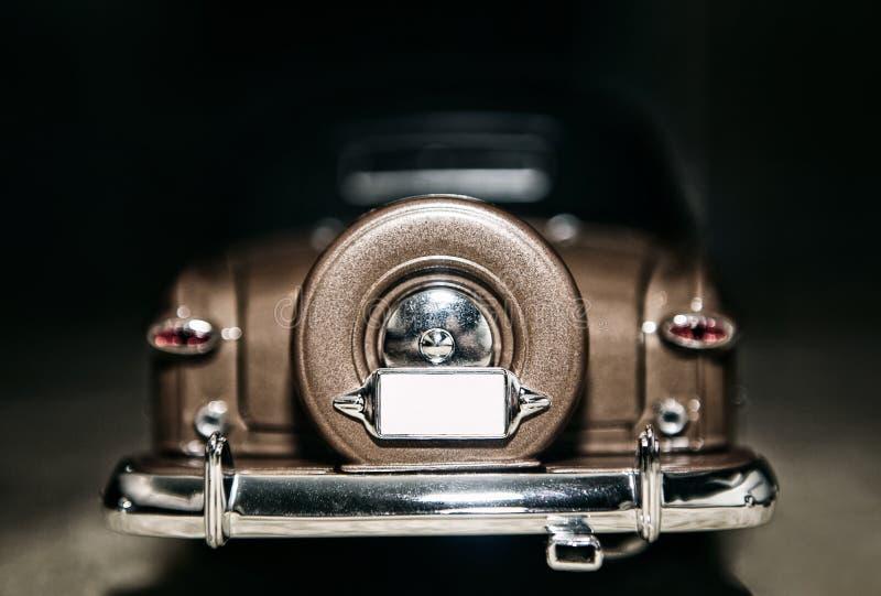 Download Amerikaanse Uitstekende Klassieke Auto Stock Afbeelding - Afbeelding bestaande uit driving, motor: 107703675