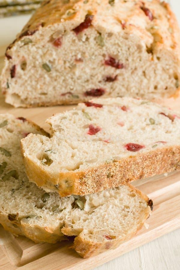 Amerikaanse veenbes en Pompoenzaadbrood stock fotografie