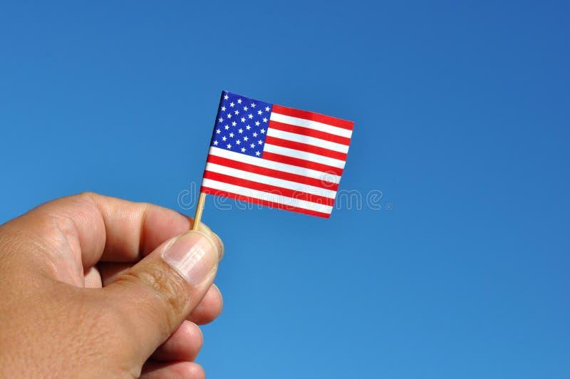 Amerikaanse vlag in blauwe hemel royalty-vrije stock foto