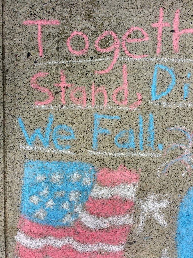 Amerikaanse Vlag, ons verenigen wij, Verdeeld vallen wij stock afbeelding