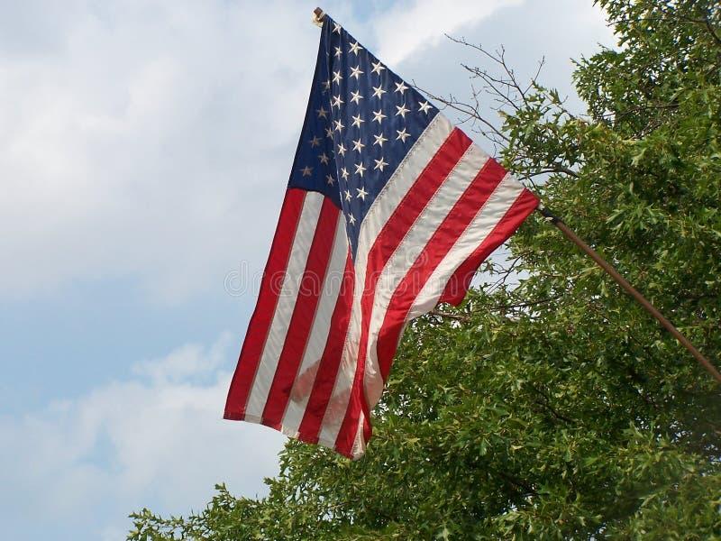Amerikaanse vlag op het stadsvierkant royalty-vrije stock afbeelding