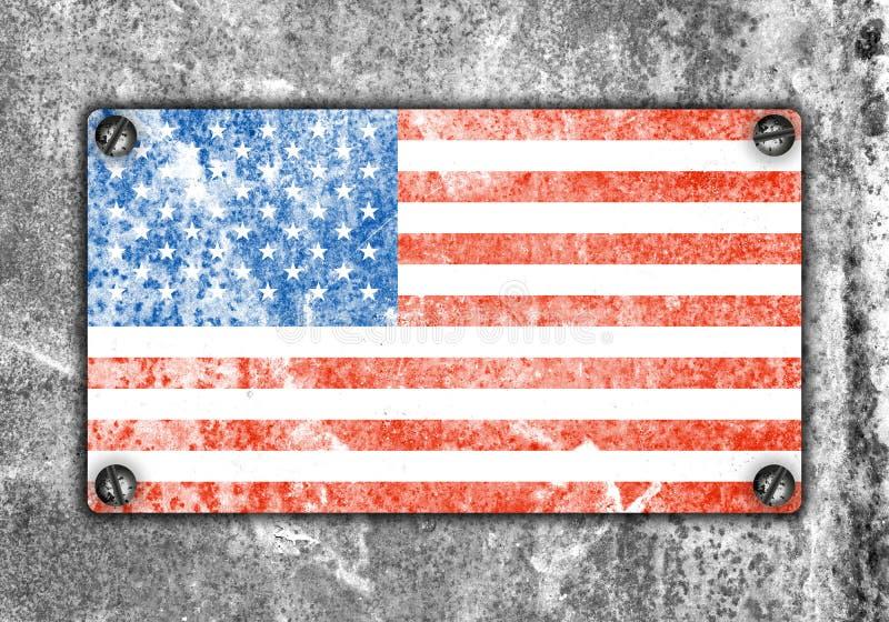Amerikaanse vlag op metaalplaat geschroefte schroeven op muur stock afbeelding