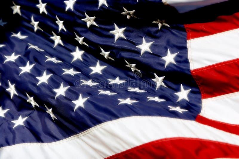 Amerikaanse Vlag in Wind (Gewaagde Kleur) stock foto's