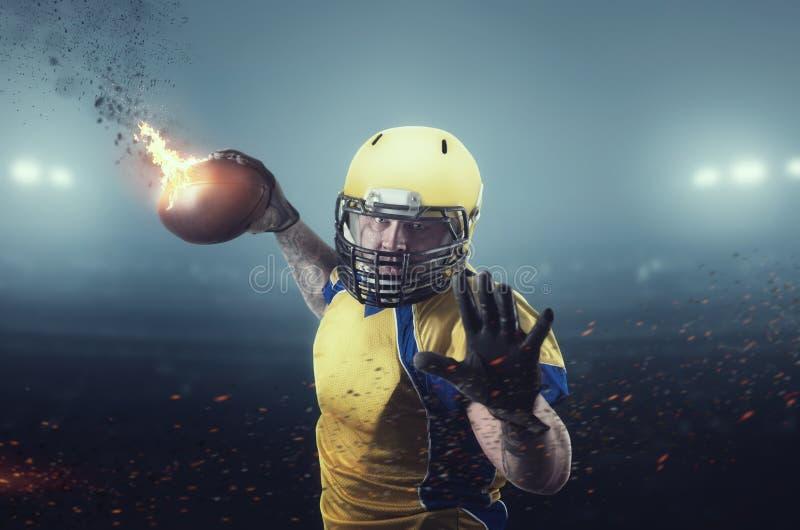 Amerikaanse voetbalster met het branden van bal royalty-vrije stock foto