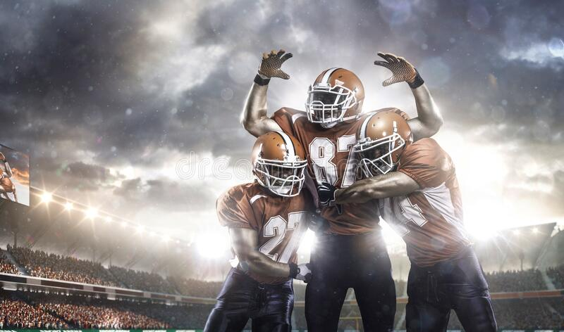 Amerikaanse voetbalsters in actie betreffende stadion royalty-vrije stock afbeeldingen