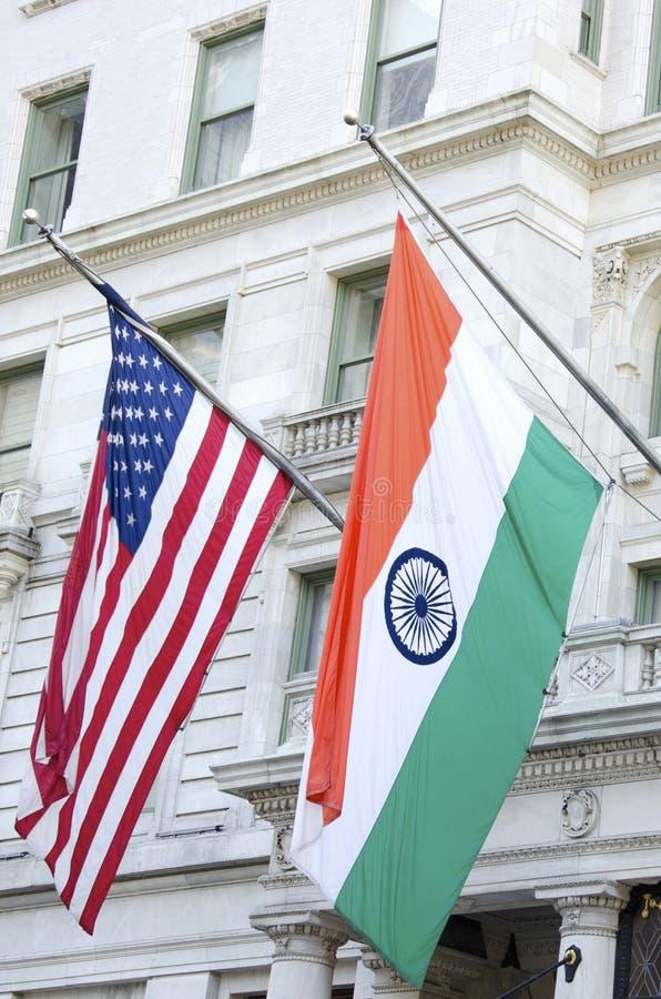 Amerikan- och indierflaggor fotografering för bildbyråer