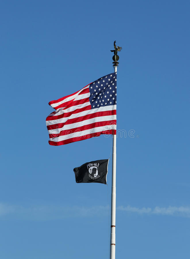 Amerikan- och POW/MIA-flaggor i Brooklyn arkivfoto
