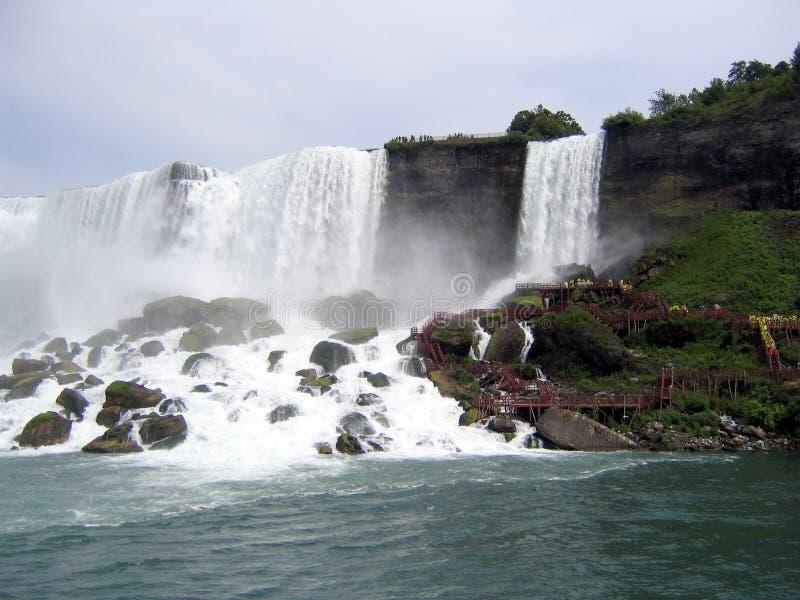 Amerikaner fällt bei Niagara stockbild