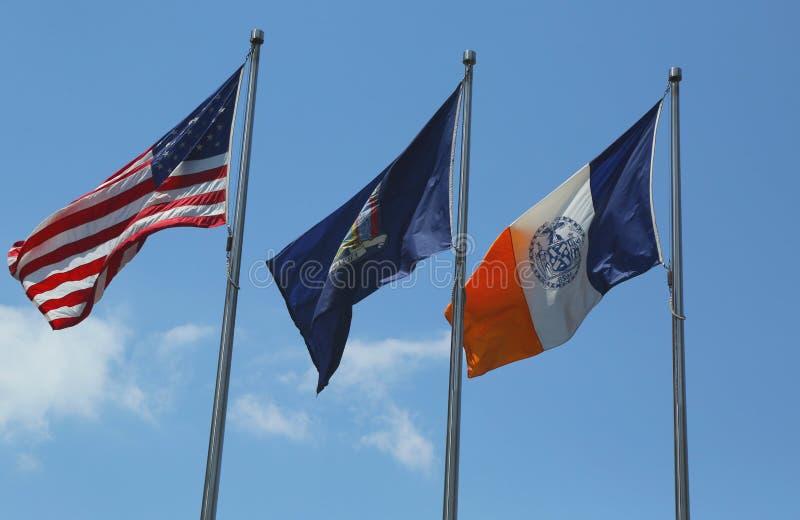 Amerikaner-, Staat New York- und New- York Cityflaggen lizenzfreies stockbild