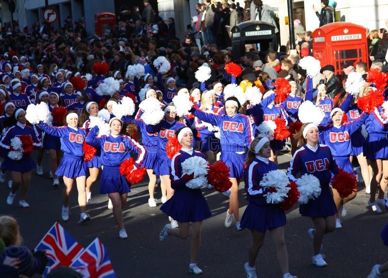 Amerikanische Cheerleadern an der London-Parade. stockbilder