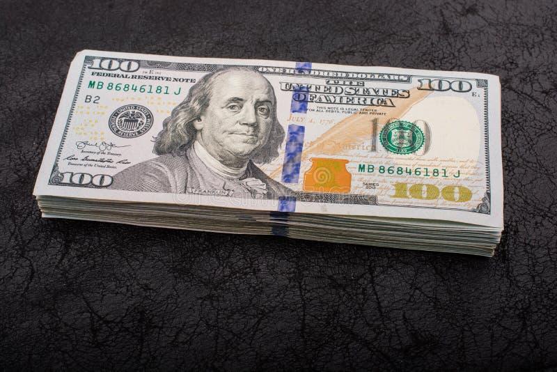 Amerikanische Dollar Bargeld- banknoten Viel B?ndel US lizenzfreies stockbild