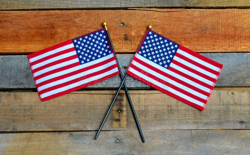Amerikanische Flagge angezeigt auf Palettenholz lizenzfreies stockbild