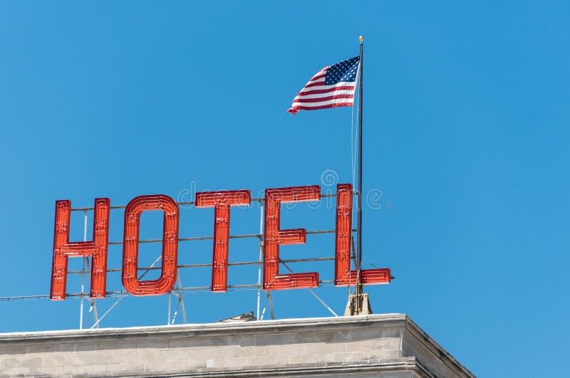 Amerikanische Flagge auf einem Gebäude in Chicago lizenzfreie stockfotos