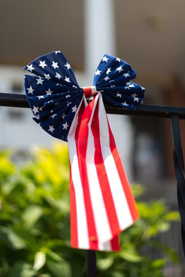 Amerikanische Flagge auf einem Gebäude in Chicago stockfotografie