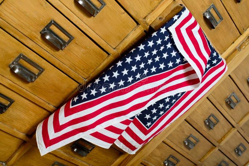 Amerikanische Flagge aus dem Fach heraus stockbild
