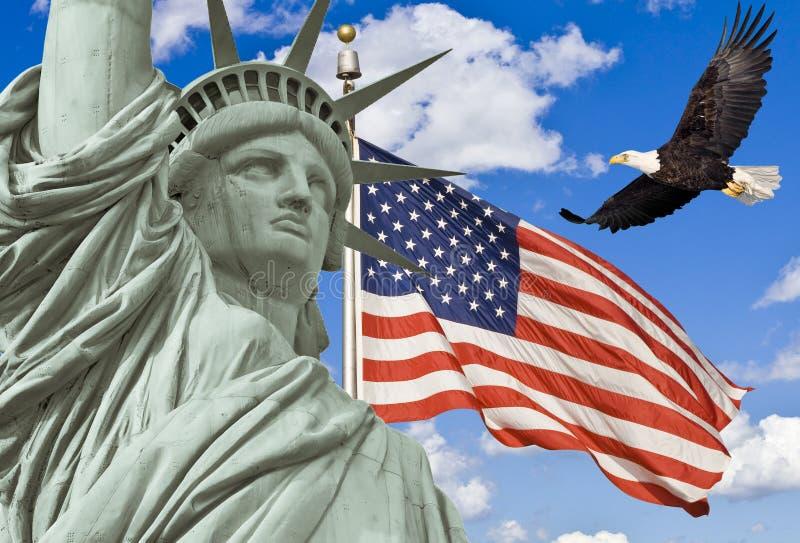 Amerikanische Flagge, fliegender kahler Adler, Freiheitsstatue lizenzfreies stockfoto