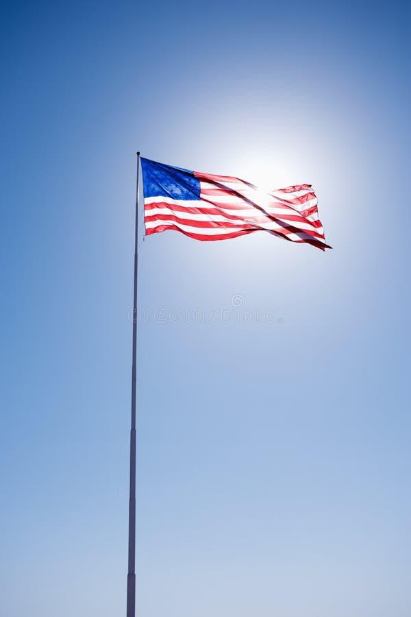 Amerikanische Flagge im Himmel. stockfoto