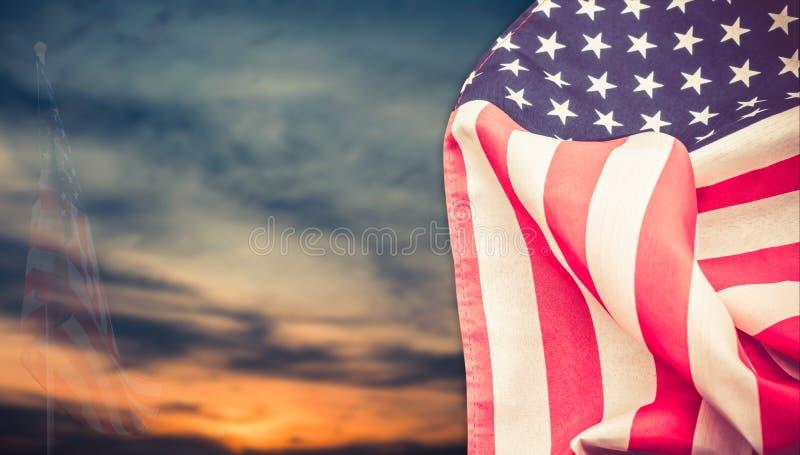 Amerikanische Flagge mit Hintergrund stockbilder