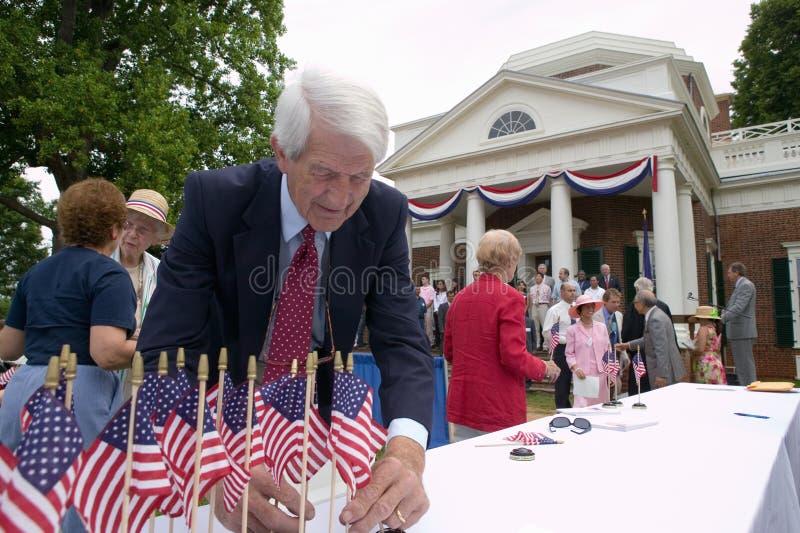 Amerikanische Flaggen für 76 neue amerikanische Staatsbürger stockbild