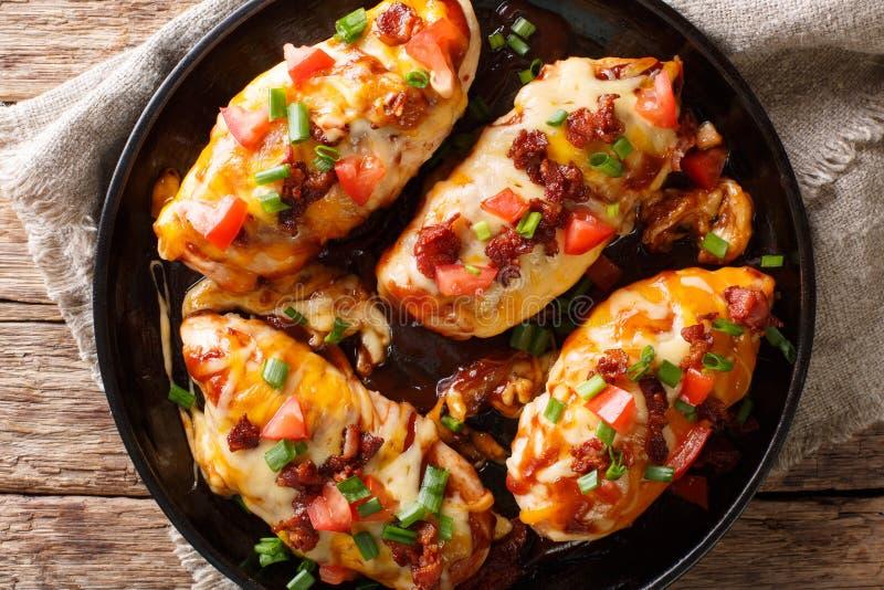 Amerikanische Küche Monterey-Hühnerbrust backte mit Käse, baco lizenzfreie stockbilder