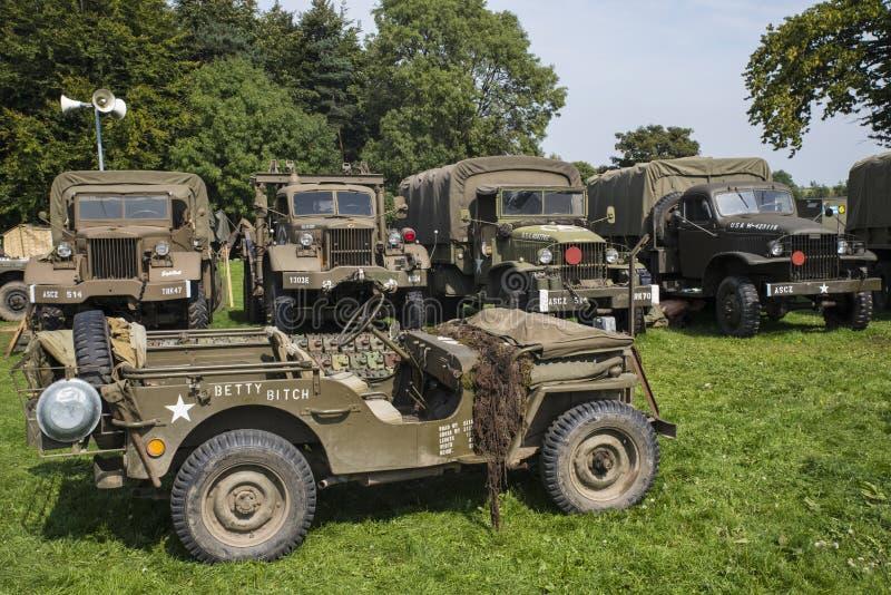Amerikanische Militärfahrzeuge vom Zweiten Weltkrieg lizenzfreies stockbild