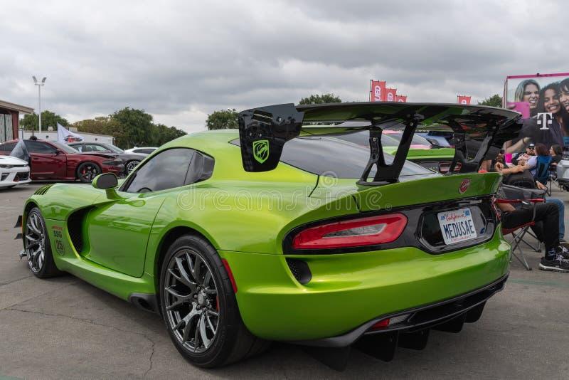 Amerikanische Muskelauto Dodge-Viper ausgestellt am Torqued Ausflugereignis stockbild