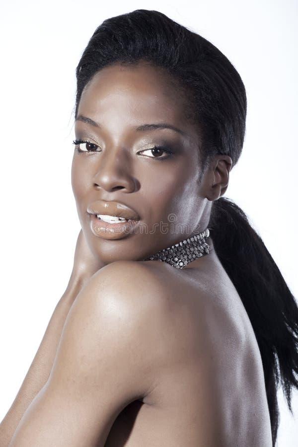 Amerikanische schwarze Schönheit lizenzfreie stockbilder