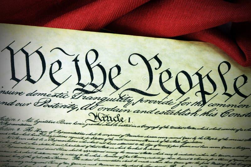 Amerikanische Verfassung und US-Flagge stock abbildung