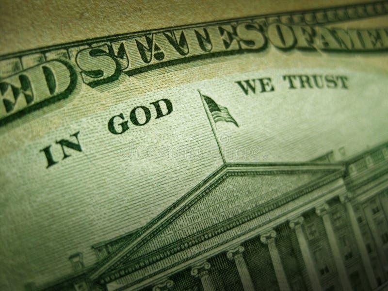 Amerikanischer Dollar im Gott vertrauen wir Aufschrift lizenzfreie stockfotos