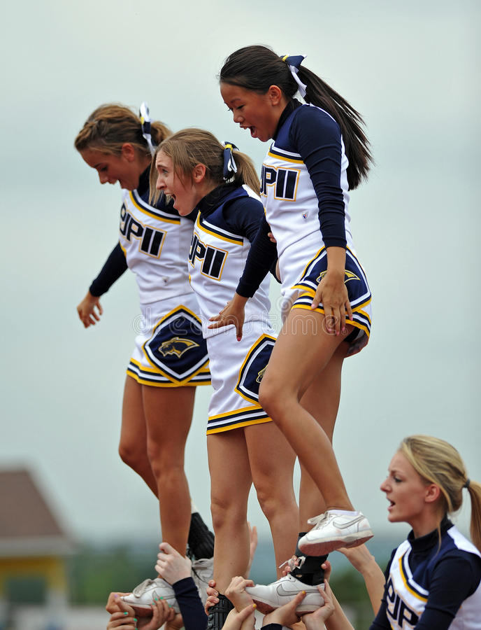 Amerikanischer Fußball-Cheerleadern - Highschool stockbild