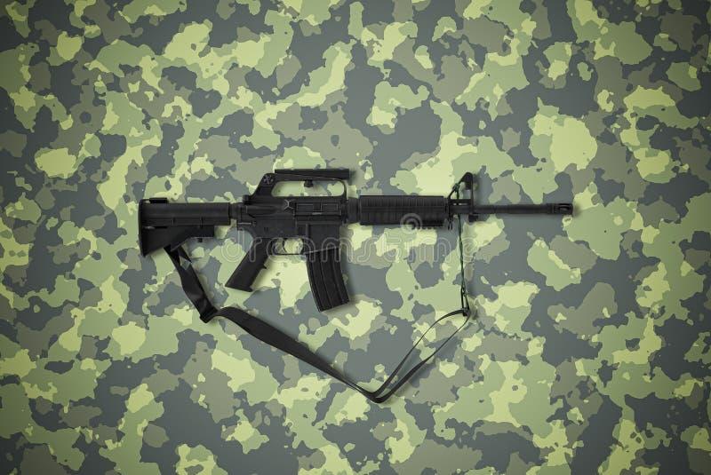 Amerikanischer Kaliber 5 56 mm Gewehr auf Tarnuntergrund stockbild