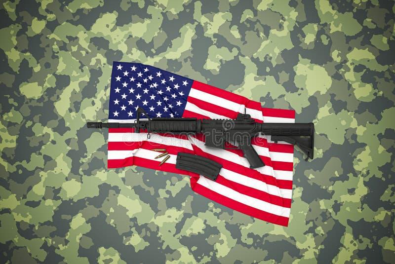 Amerikanischer Kaliber 5 56 mm Gewehr auf Tarnuntergrund lizenzfreies stockfoto