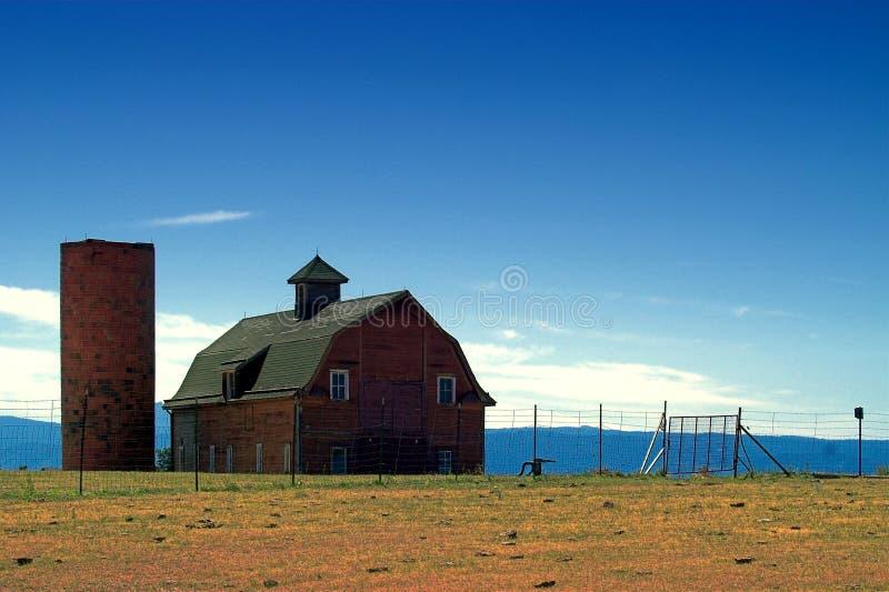 Amerikanischer Land-Bauernhof und Stall stockbild