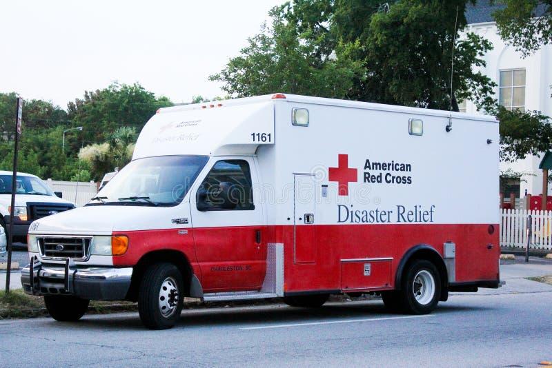 Amerikanischer LKW des roten Kreuzes lizenzfreie stockfotografie